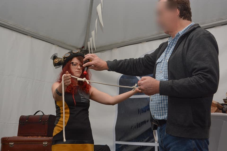 Zauberin mit Seil